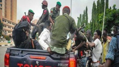 تصویر بازداشت شش شیعه نیجریه ای در ادامه سیاست سرکوب شیعیان