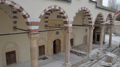 تصویر کشف نقوش اسلامی در عملیات مرمت مسجد ۲۲۷ ساله در ترکیه
