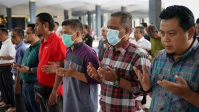 تصویر بازگشایی مساجد در مالزی