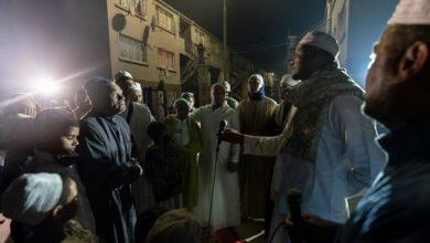 تصویر مسلمانان کیپ تاون با «ذکر و دعا» به جنگ جرایم خیابانی میروند