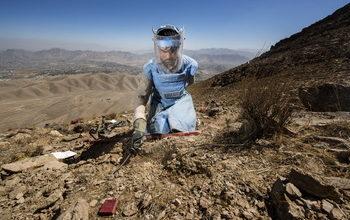 تصویر هر ماه ۱۲۰ نفر در افغانستان بر اثر انفجار مین قربانی میشوند