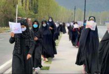 تصویر راهپیمایی زنان کشمیری در حمایت از حجاب و عفاف