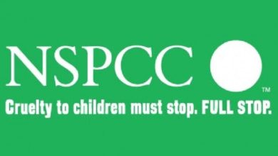 تصویر نوجوان مسلمان به هیئت مدیریه خیریه کودکان در انگلیس پیوست