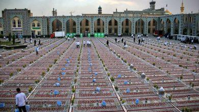 تصویر توزیع روزانه 20 هزار بسته افطاری ساده بین زائران حرم رضوی