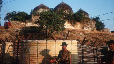 تصویر تخریب مسجد تاریخی بابری توسط نیروهای امنیتی هند