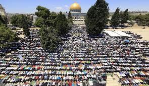 تصویر اعتراض نمازگزاران فلسطینی به مفتی بیتالمقدس و درخواست برکناری او