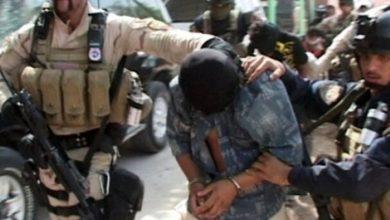 تصویر بازداشت دو سرکرده برجسته داعش در نینوا