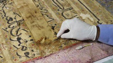 تصویر مرمت بزرگ ترین قرآن خطی آسیا در هند