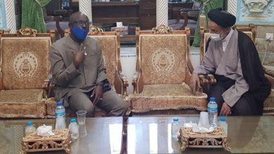 تصویر حضور سفیران سنگال و جمهوری چک در حرم حضرت معصومه سلام الله علیها