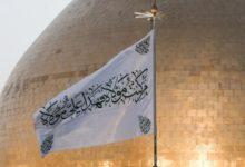 تصویر اهتزاز پرچم غدیر برفراز حرم مطهر علوی