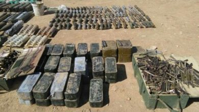تصویر کشف یک انبار سلاح و مهمات داعش در اطراف شهر سامراء