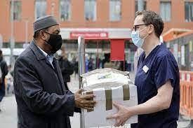 تصویر مرکز اسلامی شرق لندن میزبان بانک غذایی برای کمک به نیازمندان