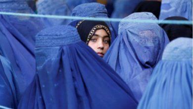 تصویر طالبان پوشیدن برقع برای دانشجویان دختر را اجباری کرد