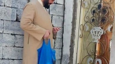 تصویر توزیع بسته های مواد غذایی میان خانواده های نیازمند بصره از سوی مؤسسه اهل بیت علیهم السلام