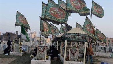 """تصویر وحشت وهابیت از پرچم های """"یا حسین علیه السلام"""" بر روی مزار شهدای عواميه"""