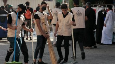 تصویر نظافت خیابان های شهر مقدس کربلا توسط جوانان عضو طرح بزرگ حسینی