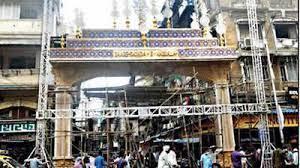 تصویر نصب دروازه بزرگ «شهدای کربلا» در شهر بمبئی هندوستان